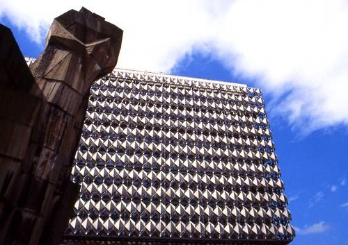 Faeuste monument, Halle Riebeckplatz (3) Apr 1998