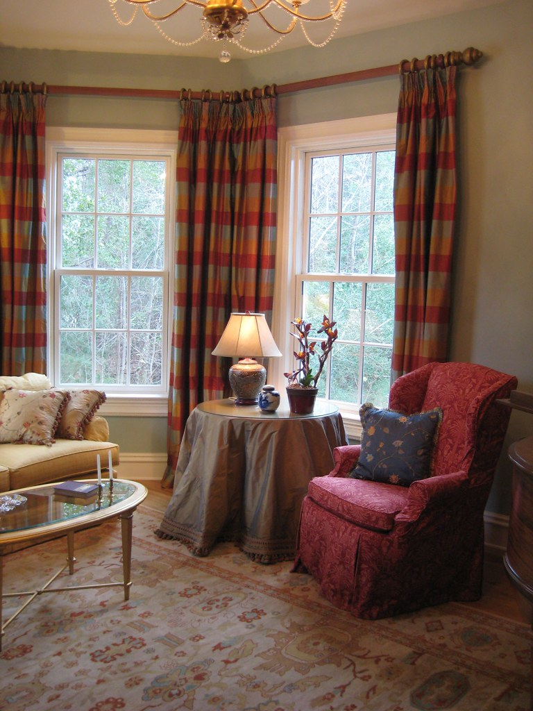 Traditional Elegant Living Room With Bay Window Treatment