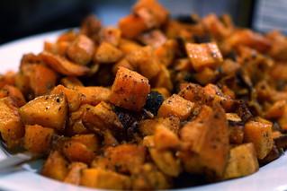 Fajita Sweet Potatoes | by thebittenword.com