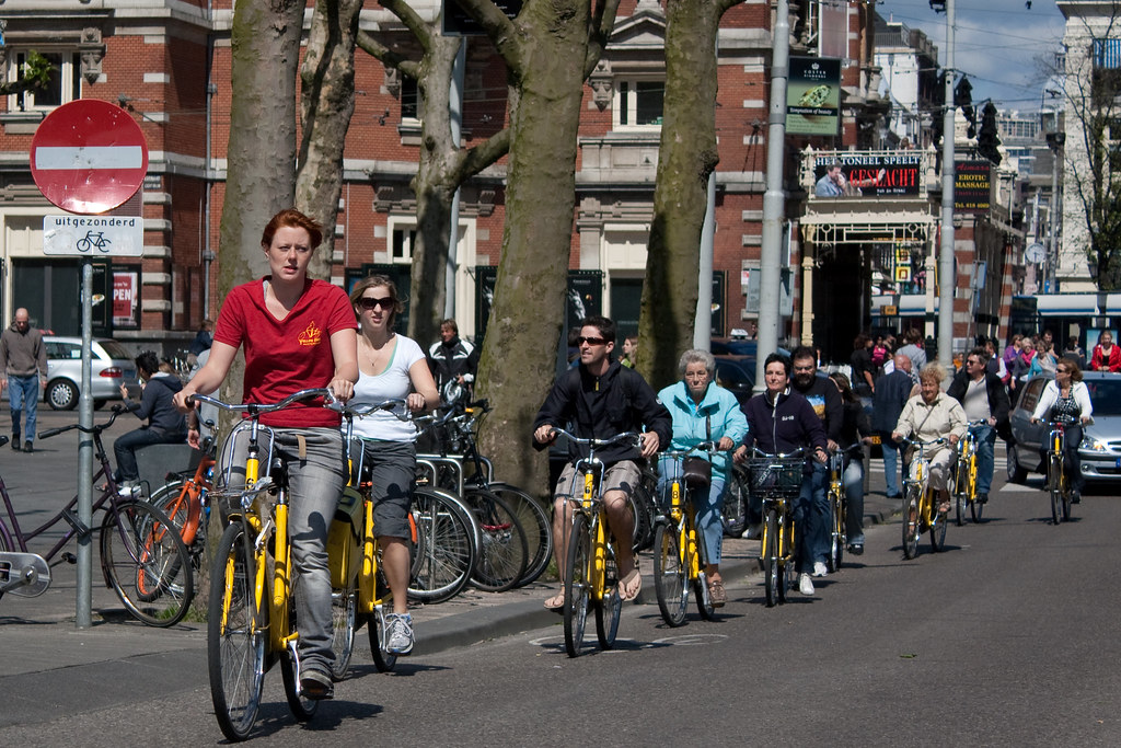 نصائح سفر للسياح الذين يزورون مدينة أمستردام الهولندية