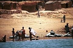 Niger River Mali April 1995 25 Laundry