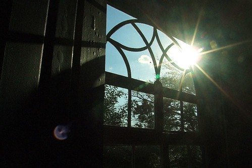 light shadow sky cloud sun luz sol window silhouette view bright arc céu vista janela nuvem arco sombras brilho sinhueta