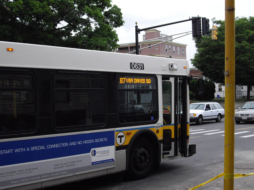 BOSTON MBTA BUS NEW FLYER 0631 doors | Just as she was takin… | Flickr