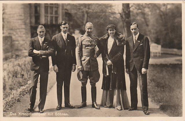Kronprinz Wilhelm und Kronprinzessin Cecilie mit ihren Söhnen