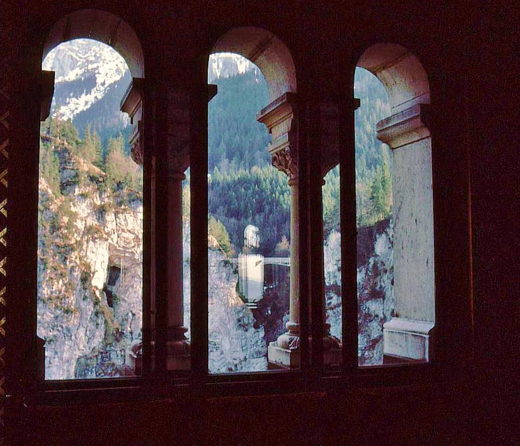 Aus- bzw. Durchblick im Schloss Neuschwanstein (1985), 74063/5311