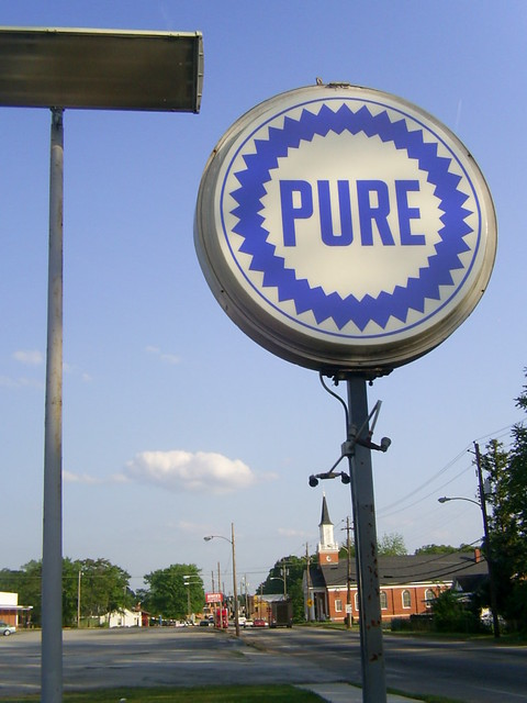 Pure Gas sign | An old pure gas station sign in experiment