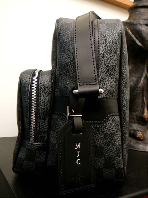 5e5ad7b1e9f1 ... Louis Vuitton Damier Graphite Ieoh with luggage tag