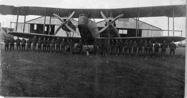 1916 Handley Page Bomber at Dunkirk aerodrome .