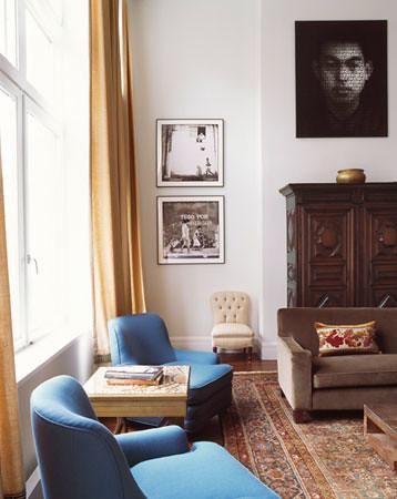 Luxe blue + brown living room: Asian antiques + modern art