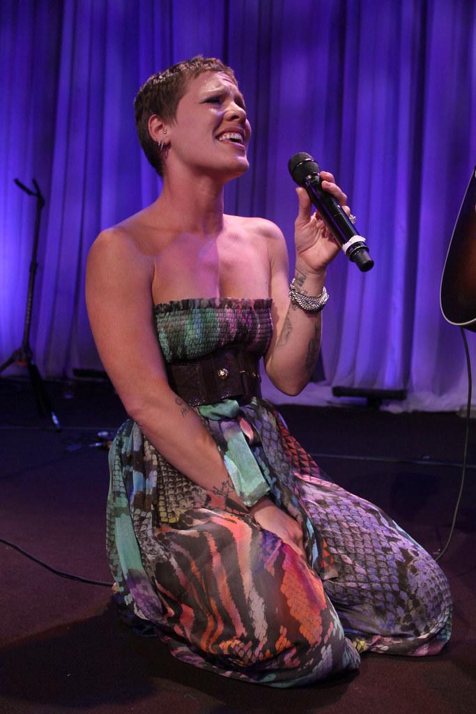 274891 Alecia Beth Moore P! NK Pink Pop Music Singer Print