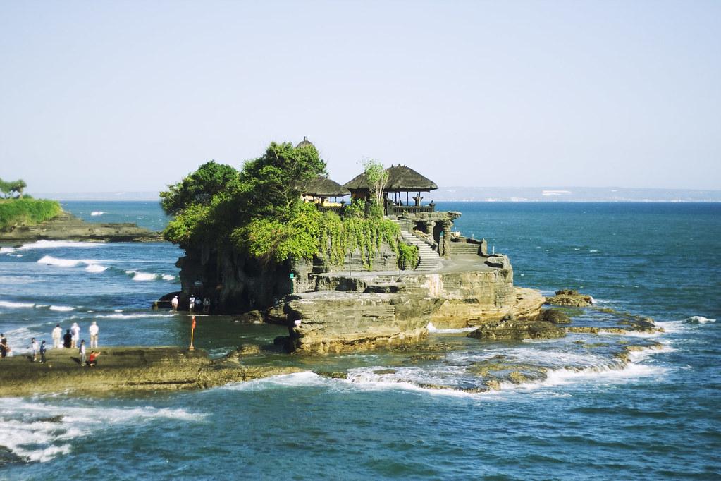Bali, Indonesia | El famoso templo Tanah Lot, totalmente dis… | Flickr