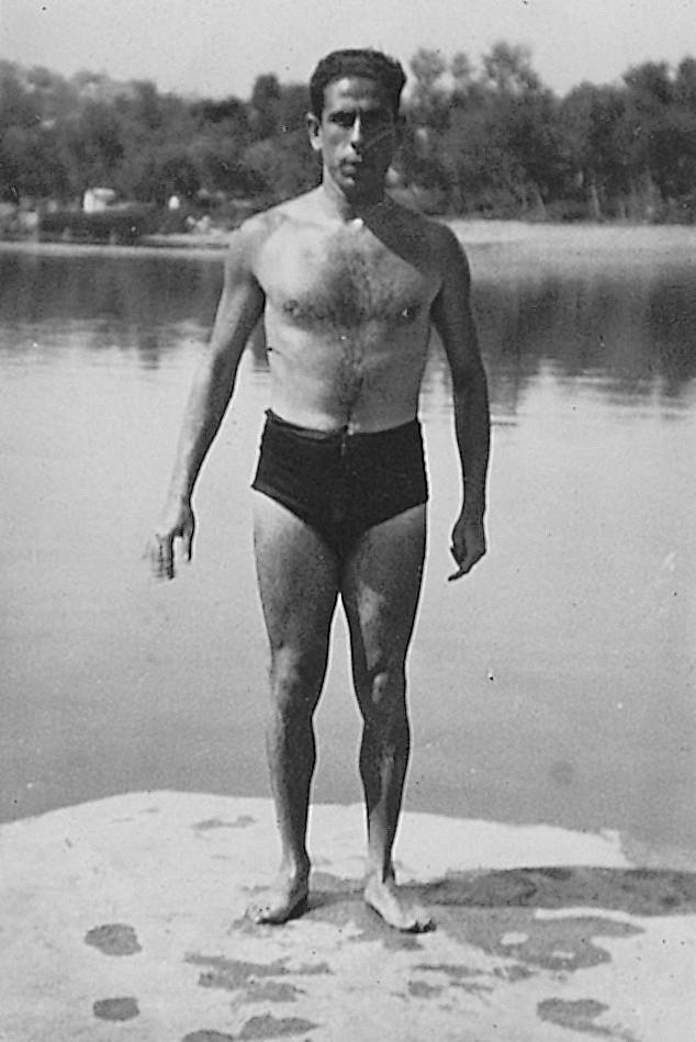 Eduardo Butragueño Bueno en el río Tajo. Años 30, autorretrato.