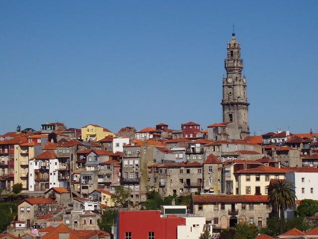 Oporto con la torre de los Clérigos destacada