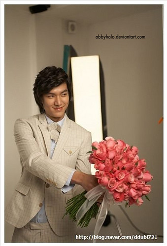 lee min ho giving flowers