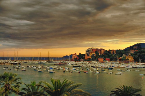 light sunset sea italy panorama cloud seascape colour port atardecer boat italia tramonto harbour dusk rapallo liguria topshots heavycloud worldbest platinumheartaward betterthangood theperfectphotographer dragondaggerphoto saariysqualitypictures oracoob