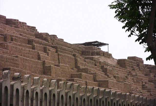 Peru-Lima - Prä-Inka-Zeit  Steinpyramide -Huaca Pucllana