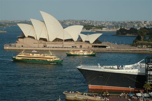Final departure QE2 Sydney