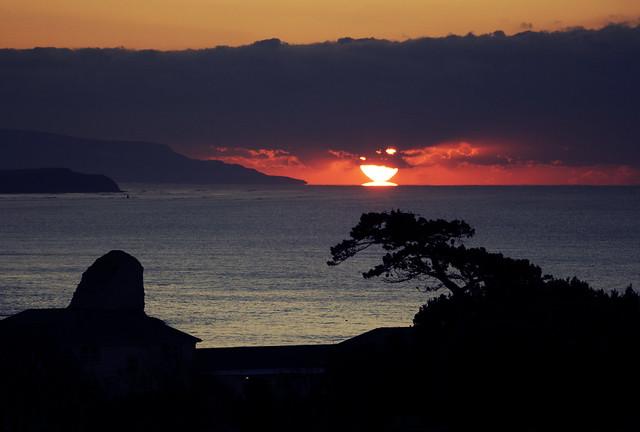 Great balls of fire (Solar parallax) - Sunrise over Blackgang