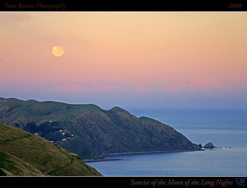 ocean light sea newzealand sky sun moon clouds sunrise reflections geotagged coast surf framed fullmoon 2009 kapiticoast pukeruabay longnightsmoon coldmoon tomraven geo:lat=41004403 geo:lon=174937733 q209