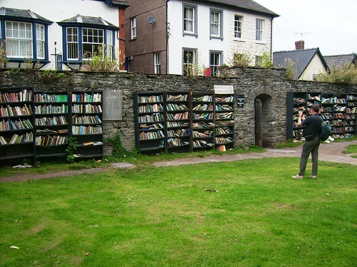 Open air bookshop in Hay-on-Wye | by Udopics
