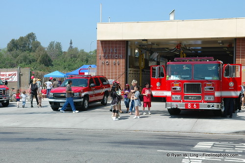 Open House at LAFD Station 86 | Members of the community joi