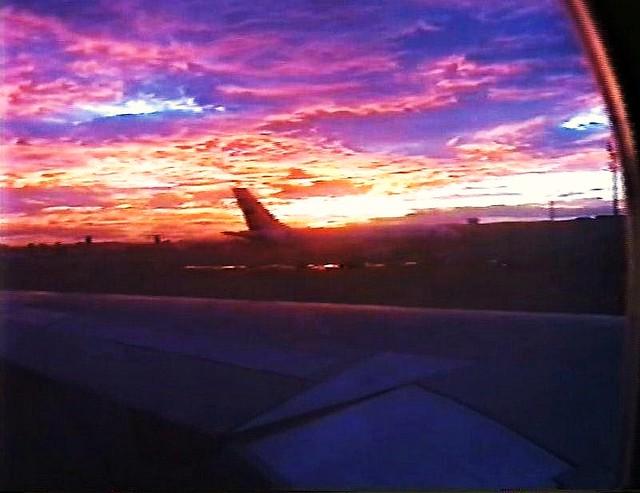 Kenia , *Flugplatz - Dar es Salaam , sunrise in the early morning
