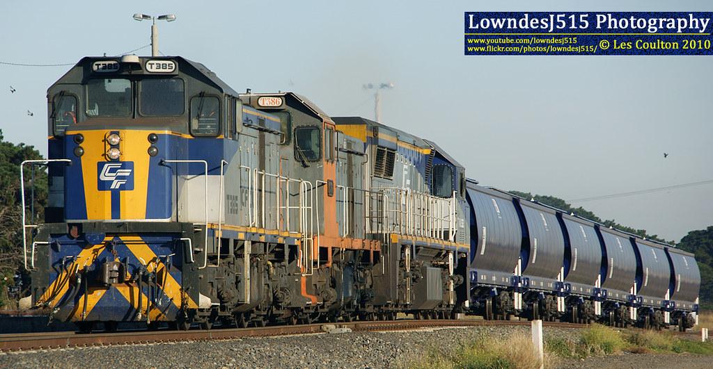 T385, T386 & VL352 at Tottenham by LowndesJ515