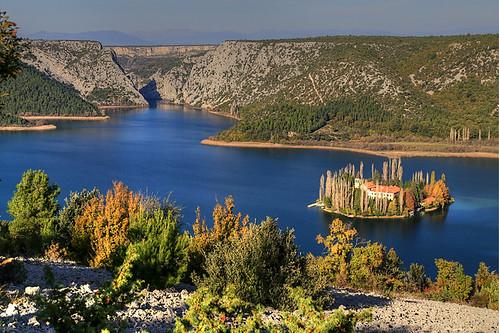 autumn river croatia monastery sibenik croatie krka hrvatska dalmatia dalmacija kroatien horvátország visovac