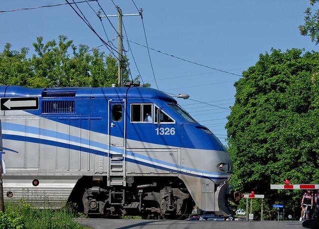 AMT locomotive au passage a niveau