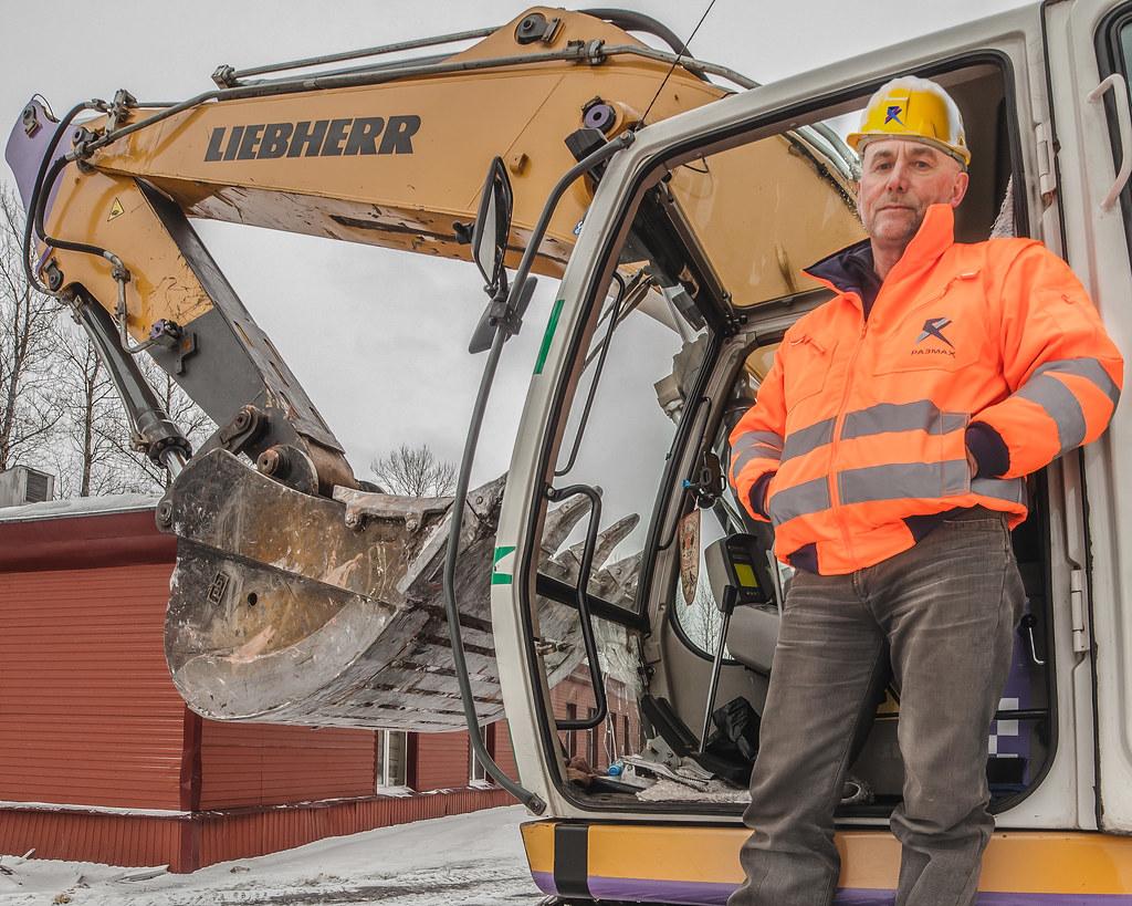 Liebherr 944 on demolition site