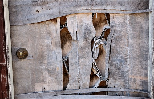 door abandoned d70 lock decay warp princeton kansas minimalism abandonment deterioration ilovemypics
