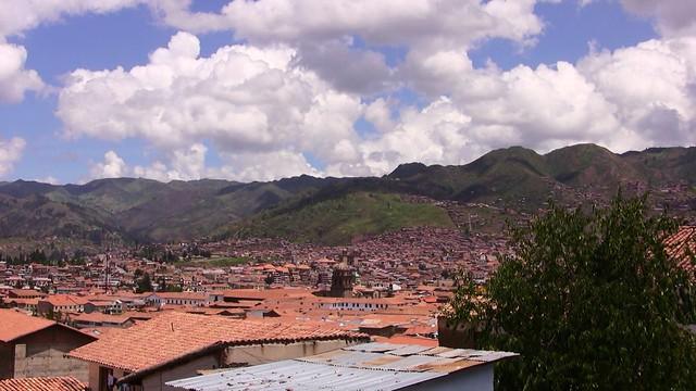 Peru - Cusco  - Herrliche Lage in einem weiten Talkessel in 33oo Metern Höhe
