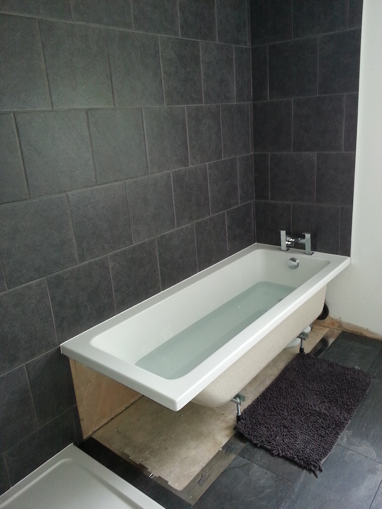 Bathroom Tiling Dan 12 Topps Grey Wall Tiles B Q Laminate Flickr