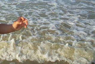 Il primo contatto con il #mare di Adelina! | by Ylbert Durishti