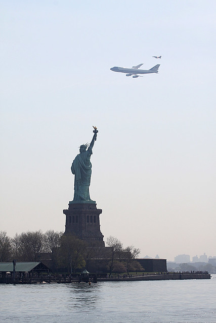 superior quality 2eef4 37dc7 Air Force 1 747 NYC Statue of Liberty With F-16 | Bill ...