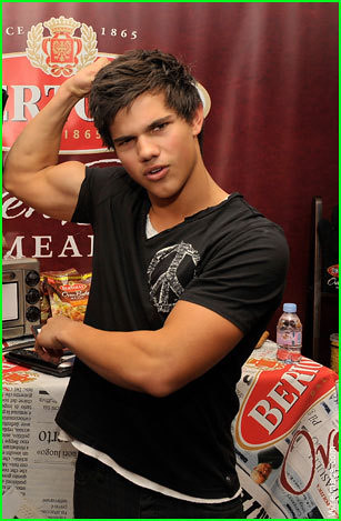 Taylor Lautner Muscles Ryan Efron Flickr