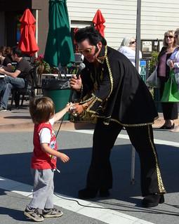 Elvis gets a tip | by jessicafm