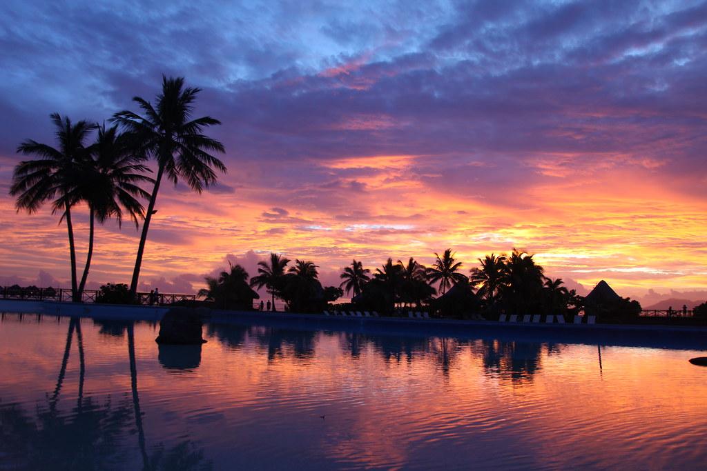 Tahiti sunset | Jon Rawlinson | Flickr