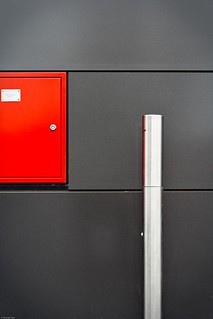 Red, grey and metal | by Thomieh