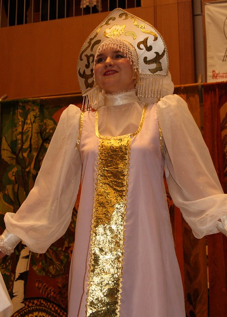 Russian cultural dancer in Anchorage (IMG_8371a)
