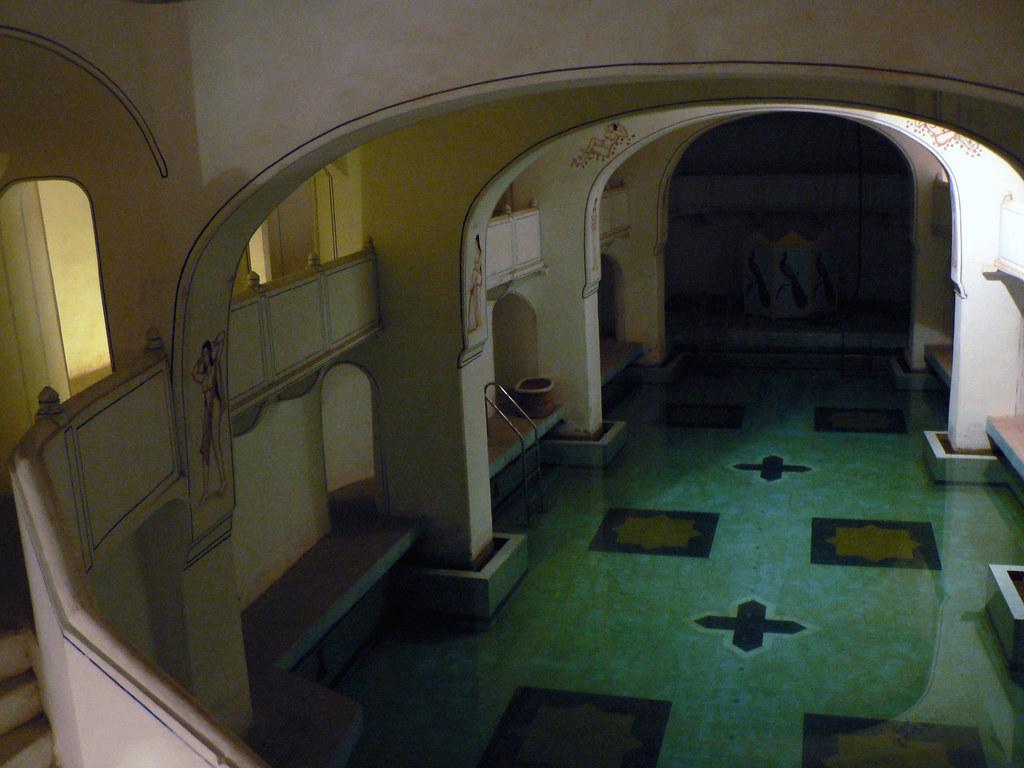 Underground Swimming Pool | 200-year-old underground swimmin ...