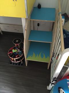 Escalier permettant l'accès a une enfant de 2 ans | by arnaudban