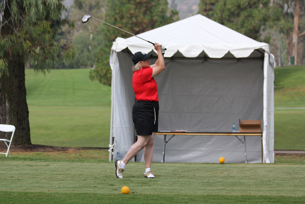 A woman playing golf in Mississauga
