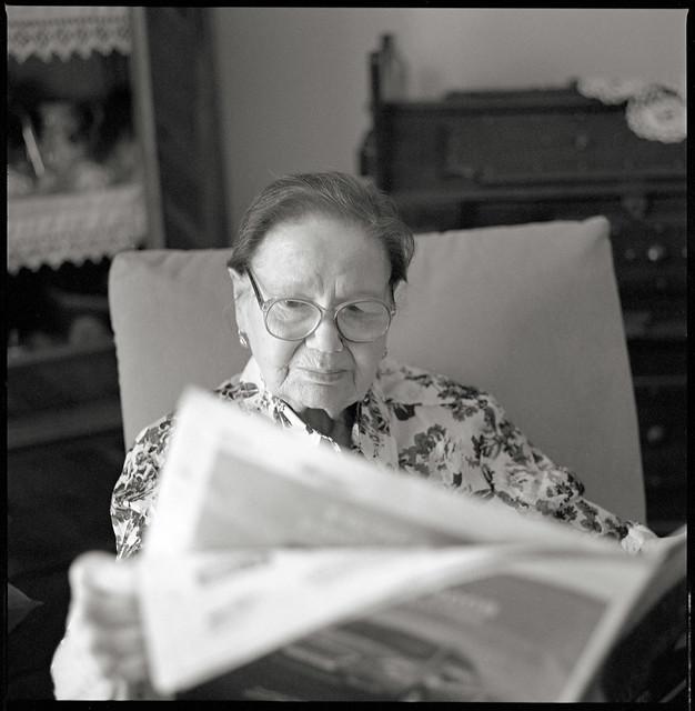 Mamma legge il giornale - Luglio 2015