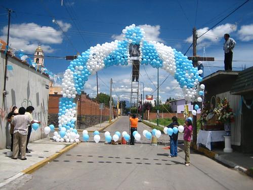 Ofrenda o Altar de Talavera para los muertos  - Puebla - 2013