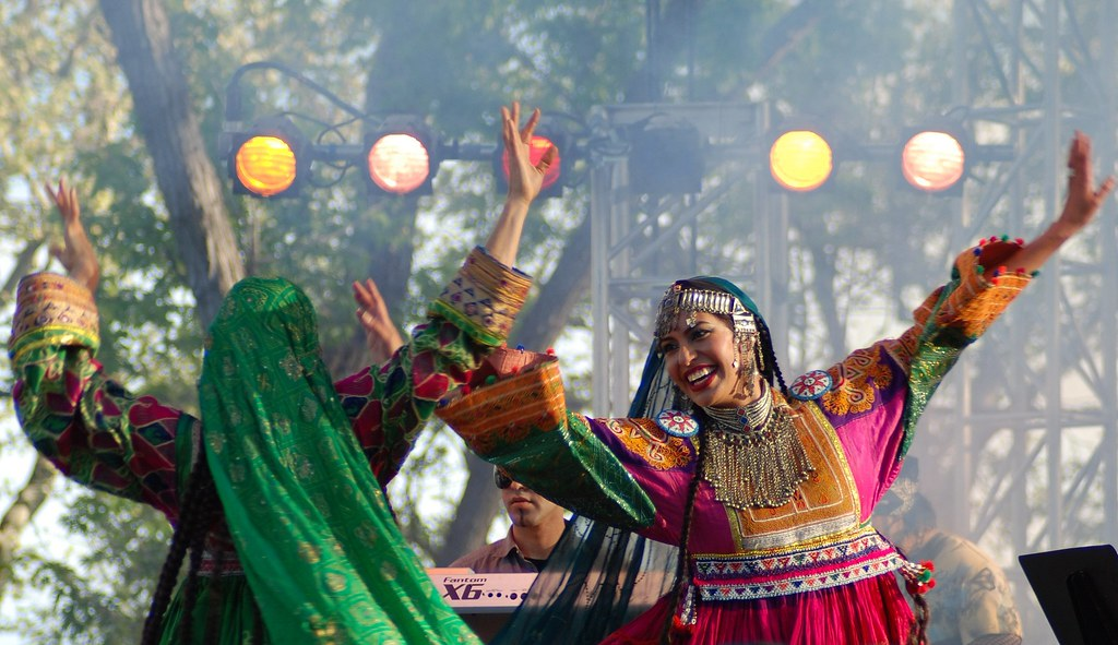 Girls Dancing to the Afghan Music | Na'eem نعیم | Flickr