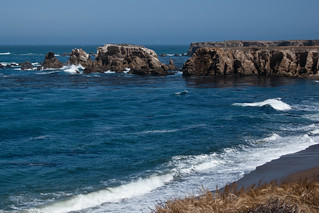 Sea caves and Pacific Ocean coastline on the Diablo Power Plant Point Buchon Trail just south of Montaña de Oro | by mikebaird