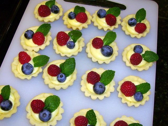 Mini tarts with lemon curd and fresh berries