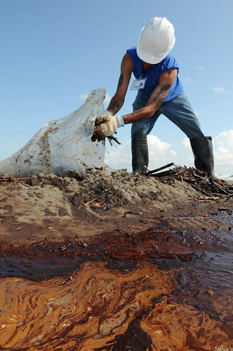 Contractors Assist in Deepwater Horizon Spill | by DVIDSHUB