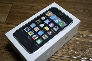 Unpacking iPhone 3G S | by bvalium